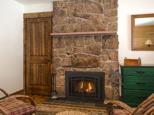 Chaska25-ArchPrairieDoors-Log-room1-800×600